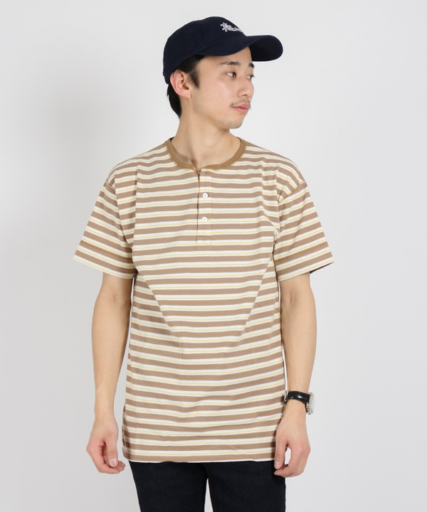 DWELLER HENLEY NECK S/S TEE COTTON JERSEY BORDER【nonnative / ノンネイティブ】■SALE■(ベージュ-1)