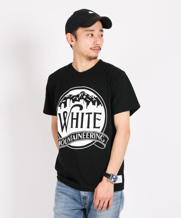 PRINTED T-SHIRT 'MOUNTAIN & BUILDING' プリントTシャツ【White Mountaineering / ホワイトマウンテニアリング】■SALE■(ブラック-1)