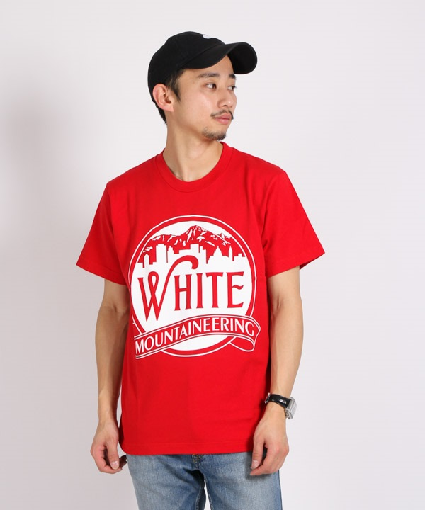 PRINTED T-SHIRT 'MOUNTAIN & BUILDING' プリントTシャツ【White Mountaineering / ホワイトマウンテニアリング】■SALE■(レッド-1)