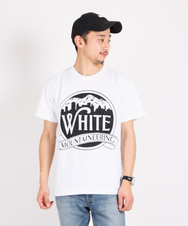 PRINTED T-SHIRT 'MOUNTAIN & BUILDING' プリントTシャツ【White Mountaineering / ホワイトマウンテニアリング】■SALE■(ホワイト-1)